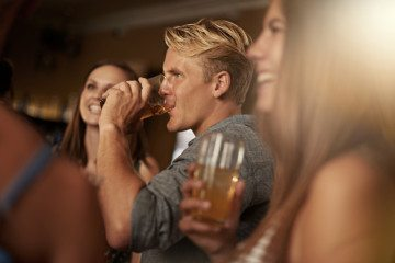 8 Types Of Guys That Hit On You At The Bar & Why They're The Worst