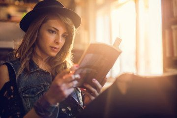 Why A Girl Who Reads Makes An Amazing Girlfriend