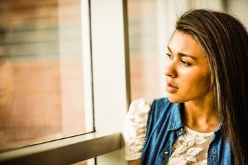 8 Ways To Fall Out Of Love With A Guy You Know Isn't Good For You