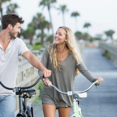 10 Ways Guys Come On Too Strong & Totally Turn Women Off