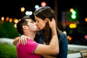 Why You Need To Be A Good Kisser To Make A Relationship Work (& So Does He)