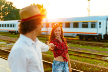 How To Survive Dating An Extrovert When You're An Introvert