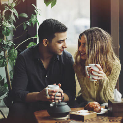 I'm An Independent Woman, But I Still Like These Old-Fashioned Dating Traditions