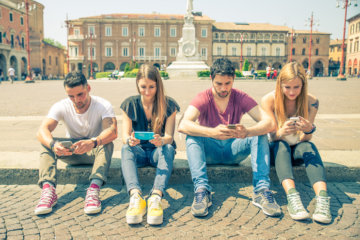 Don't Follow Or Friend The Person You're Dating On Social Media—It Makes All The Difference