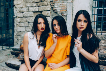 """My Friends Made Me Feel Like The """"Ugly"""" One In The Group & It Destroyed My Self-Esteem"""