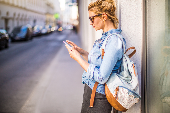 10 Texts Women Send When We're Being Passive Aggressive