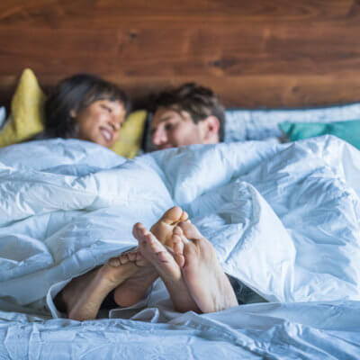 My Boyfriend & I Tried To Keep Phones Out Of Bed For A Week—Here's What Happened