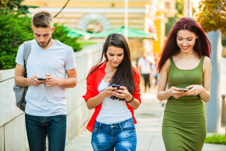 Smartphones And Social Media Are Slowly Killing Our Relationships And It's Kind Of Scary