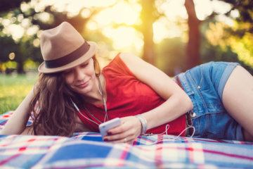 Here's Why It's Time to Delete Your Dating Apps For Good