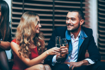"""Ladies, You Need To Try """"Mirroring""""—It'll Change Your Dating Game"""