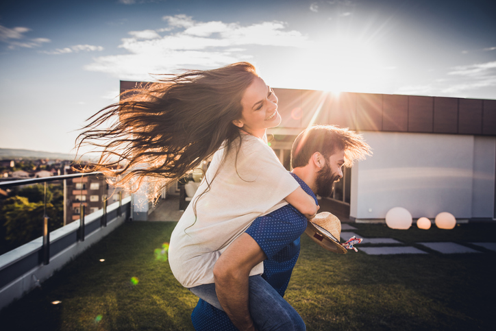 9 Little Things That Are Way More Romantic Than The Grandest Gestures
