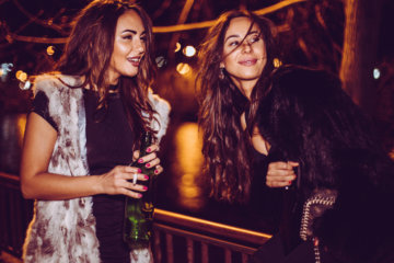 My Best Friend Went Down On Me On A Girls' Night Out & It Didn't Ruin Our Friendship