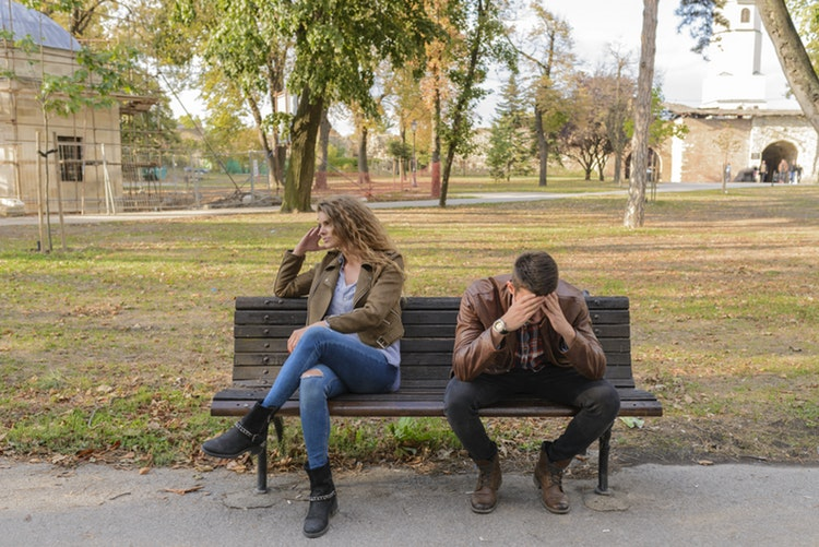 Here's Why Dating Someone Who's Emotionally Unavailable Sucks So Much