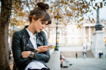 10 Words To Include On Your Dating Profile To Get A Right Swipe