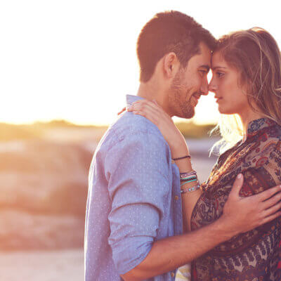 10 Differences Between Keeping Your Relationship Private & Keeping It A Secret