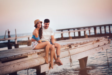 """10 Signs You May Have """"Grass Is Greener"""" Syndrome In Dating"""