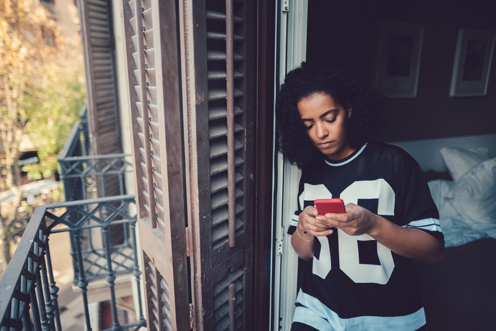 """No One Is """"Bad At Texting""""—They're Lazy, Rude, Or Not Into You"""