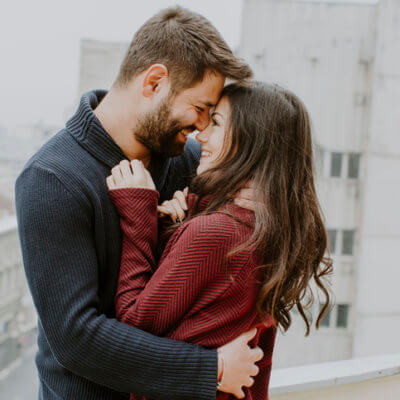 7 Small But Significant Ways Hopeless Romantics Love Differently