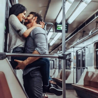 The 4 Differences Between Love & Lust, According To An Expert