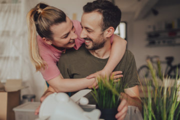 I Live With My Boyfriend But We're Not Engaged & I Hate It