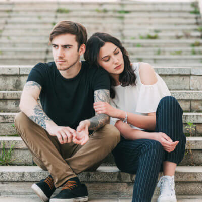"""A Guy Shares Things Women Do To Come Off As """"Too Clingy"""""""