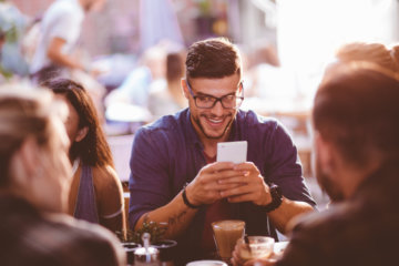 How A Guy Texts Differently When He Likes You, According To A Guy