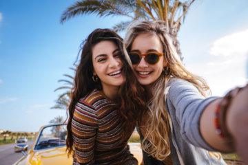 11 Surprising Ways Your BFF Is Toxic & Bringing You Down