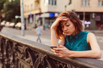 9 Signs You Have Social Media Anxiety & What To Do About It