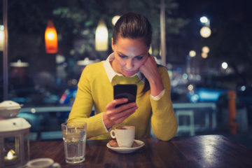 I Can't Live Without My Phone & It's Killing My Dating Game