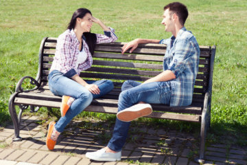 What Is Micro-Dating & Is The Guy You're Seeing Doing It To You?