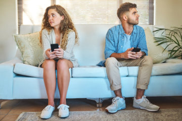 Is Your Phone Ruining Your Relationship? 10 Questions To Ask Yourself