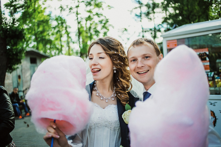 Brides Are Trading Their Wedding Bouquets For Cotton Candy & It's The Best Idea Ever