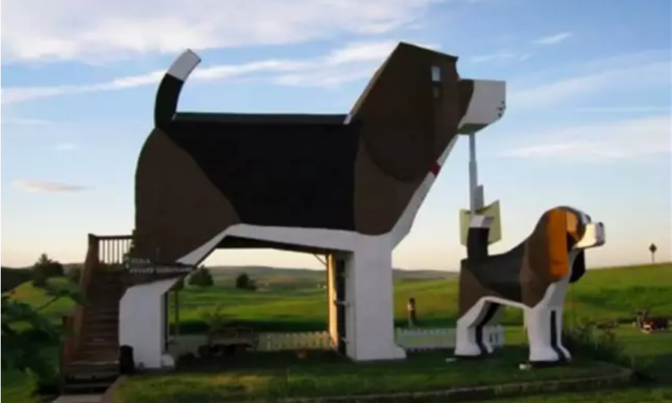 This Beagle-Shaped Airbnb Is A Dog Lover's Dream & It's Booking Up Fast