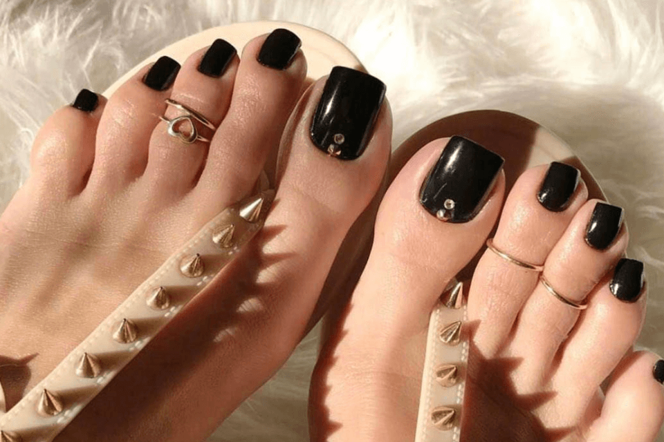 Long Fake Toenails Are The Summer Trend No One Asked For
