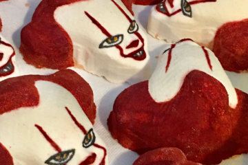 This Pennywise Bath Bomb Will Turn Bath Time Into A Terrifying Adventure