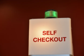 """People Are Refusing To Use Self-Checkouts In Stores Because They Don't Want To """"Kill Jobs"""""""
