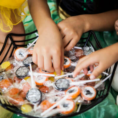 Anti-Vaxxer Gave Trick-Or-Treaters Chickenpox-Infected Lollipops To Boost Their Immunity