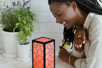 This Long-Distance Friendship Lamp Will Light Up For Your BFF Any Time You Touch It