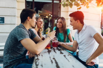 How To Meet New People If You're An Introvert