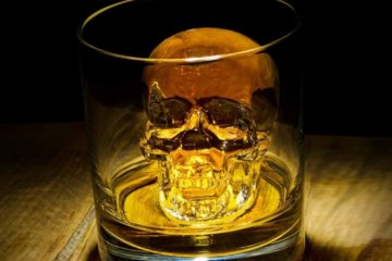 This Giant Skull Ice Cube Tray Will Make Your Drinks Terrifyingly Awesome