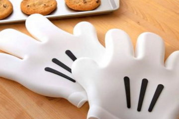 These Mickey Mouse Oven Gloves Will Make Your Baking Magical
