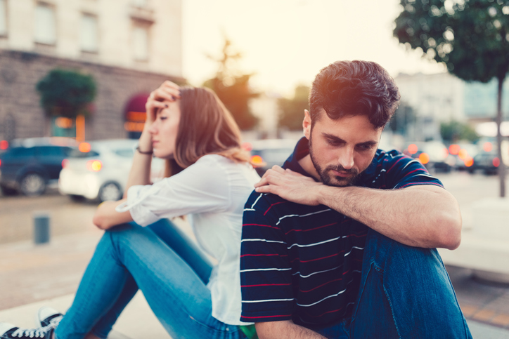 9 Signs Your Boyfriend Is Hiding Things From You