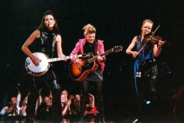 """The Dixie Chicks Are Changing Their Name To """"The Chicks"""" In Response To Black Lives Matter"""