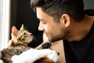 Single Men With Cats Are Less Successful On Dating Apps, Study Suggests