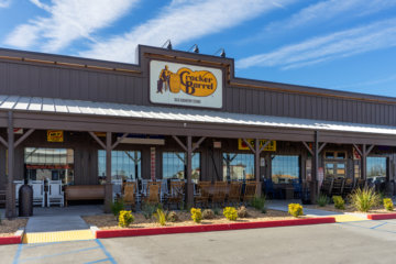 PSA: Cracker Barrel Is Adding Beer & Wine To Menus As Dining Rooms Reopen