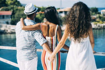 12 Ways To Tell When A Guy Is Being Unfaithful