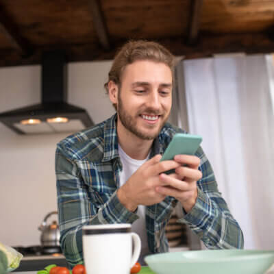 How To Tell When A Guy Is Flirting Via Text, According To A Guy