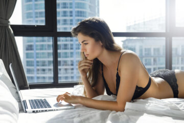 9 Lessons I Learned While Working As A Cam Girl