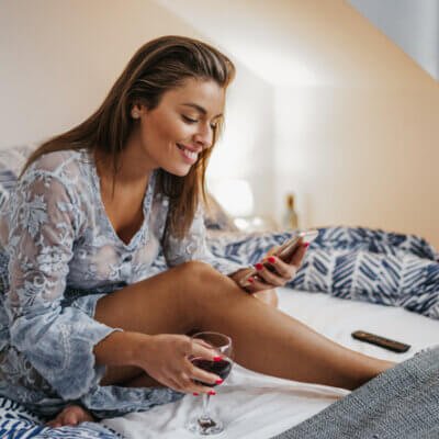 10 Text Messages You Should Never Send A Guy