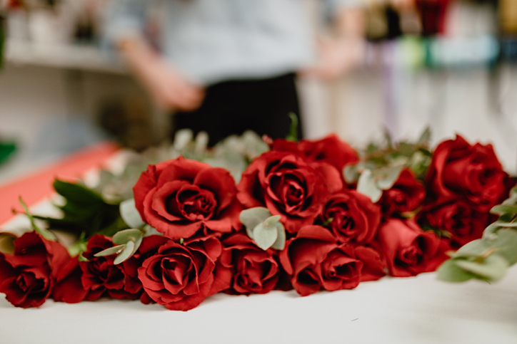 Man Gives Out Roses To Widows And Military Wives Every Valentine's Day To Make Them Smile